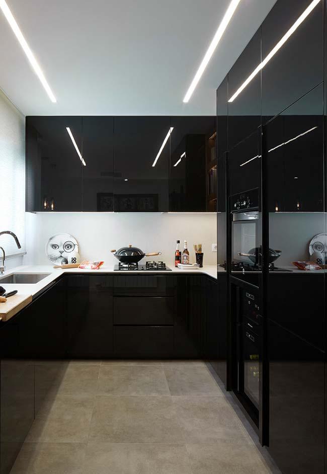 Cozinha preta brilhante