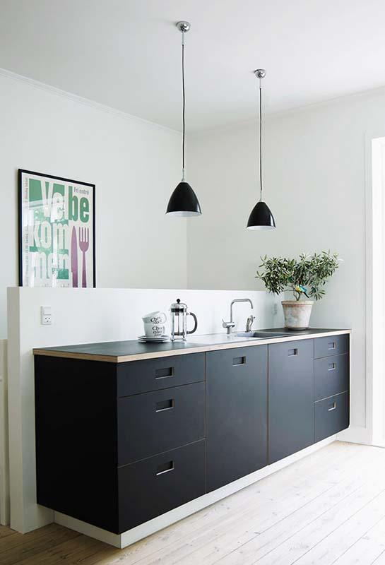 Balcão preto de cozinha: simples, funcional e muito estético