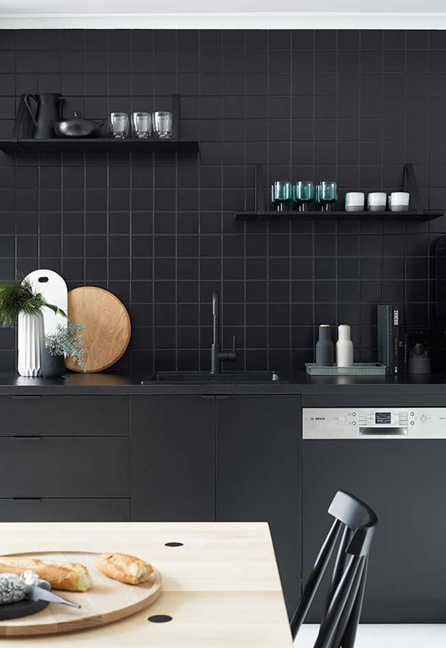 Cozinha moderna com puxadores discretos