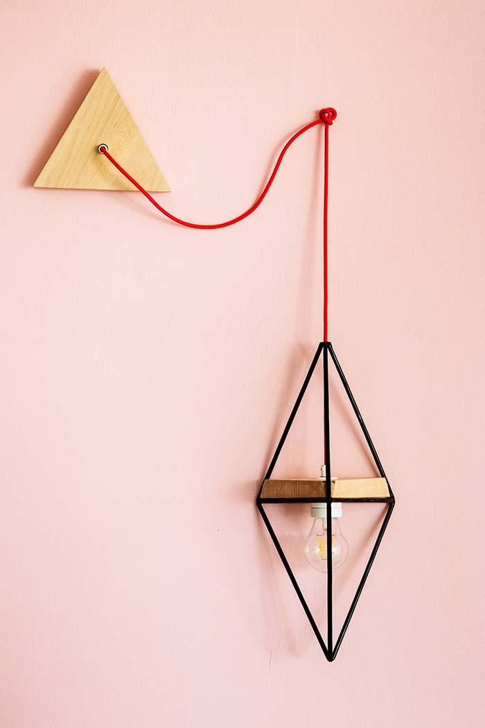 Luminária de madeira simples e original