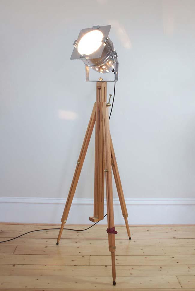 Luminária com iluminação cinematográfica