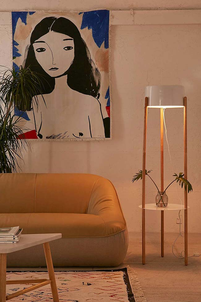 Luminária de madeira duplamente funcional