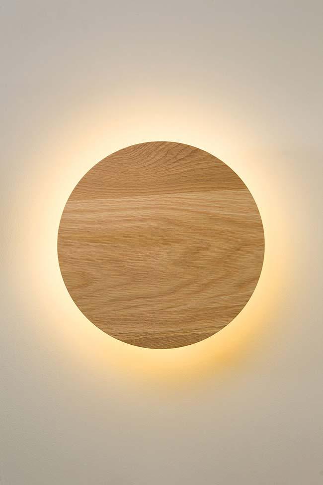 Luminária de madeira simples e circular
