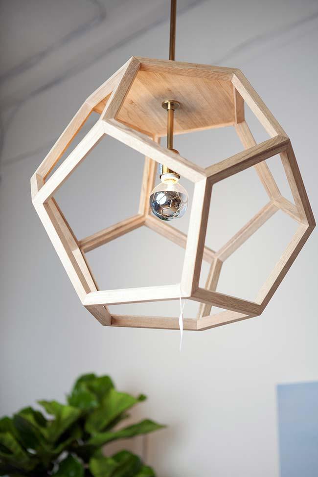 Luminária de madeira para os apaixonados por futebol