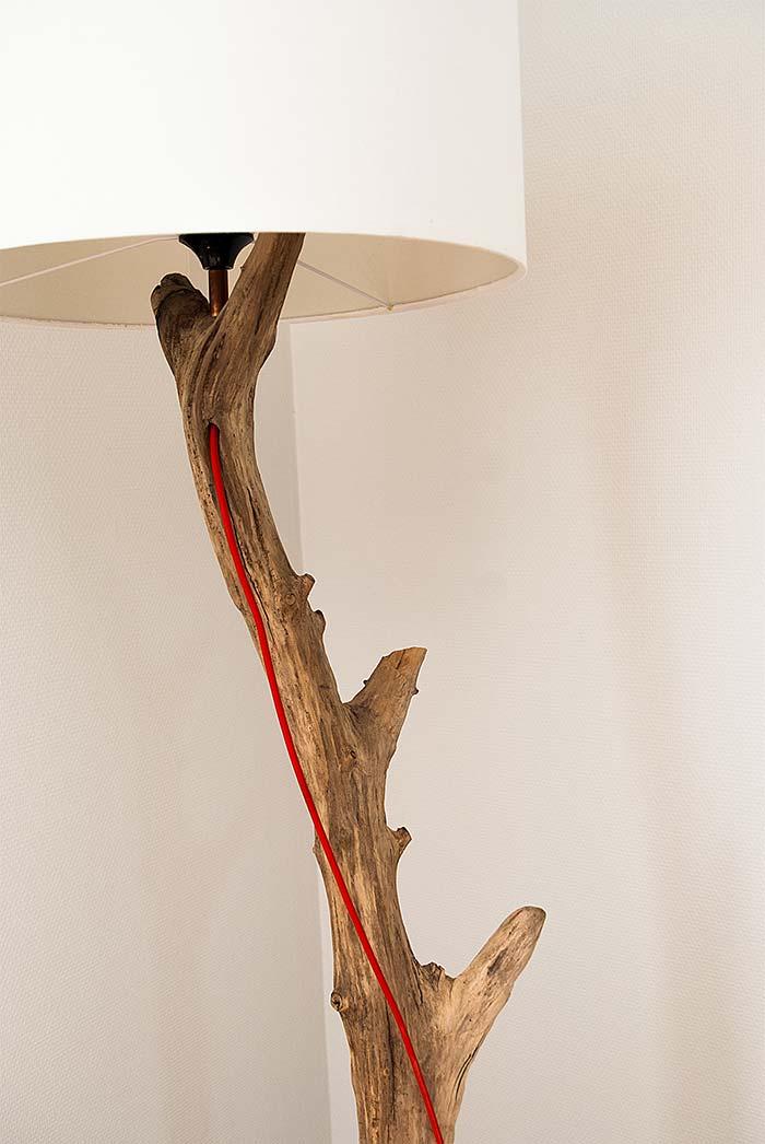 Tronco de árvore para fazer uma luminária de madeira