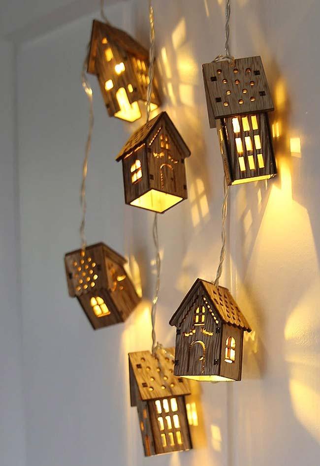 Casinhas de madeira iluminam e decoram com muita graça e charme