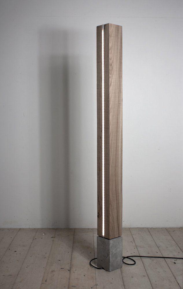 Conceito minimalista para a luminária de madeira de chão