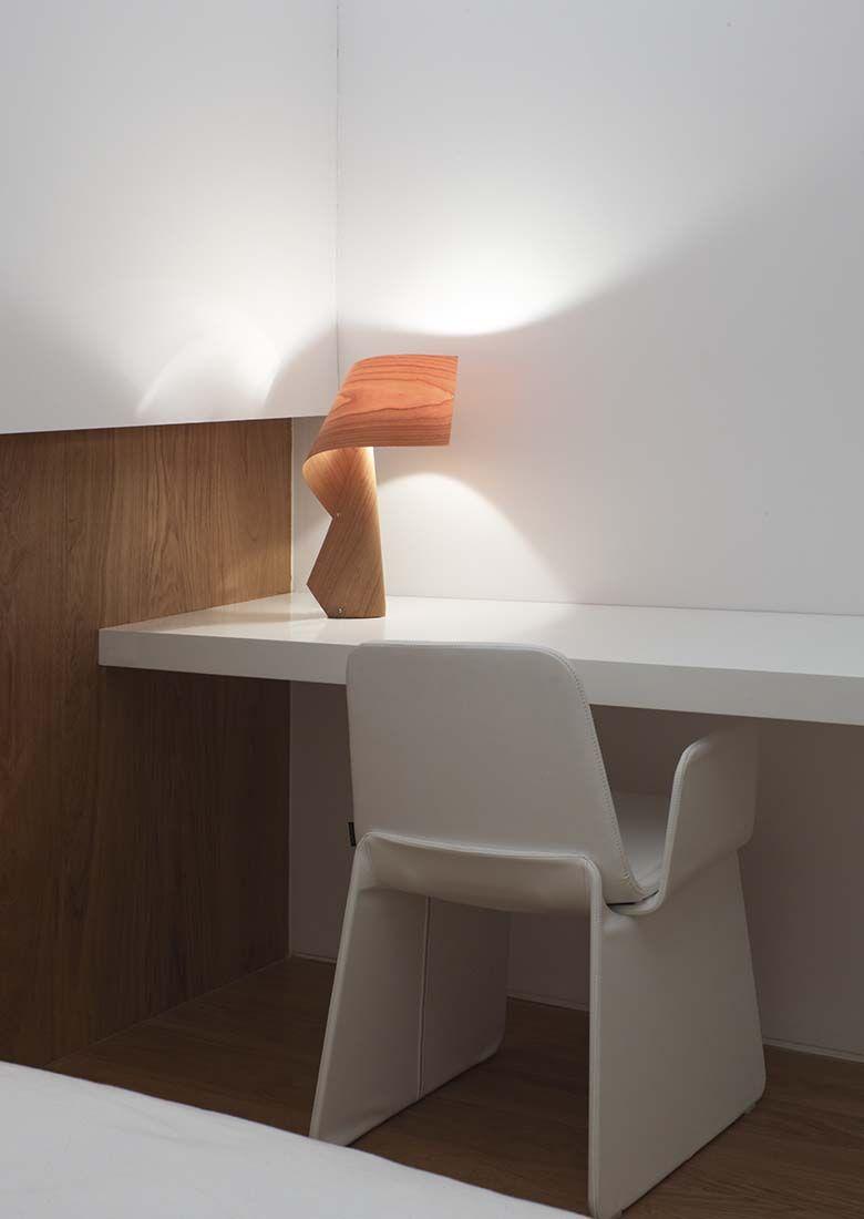 Luminária de madeira elegante e suave