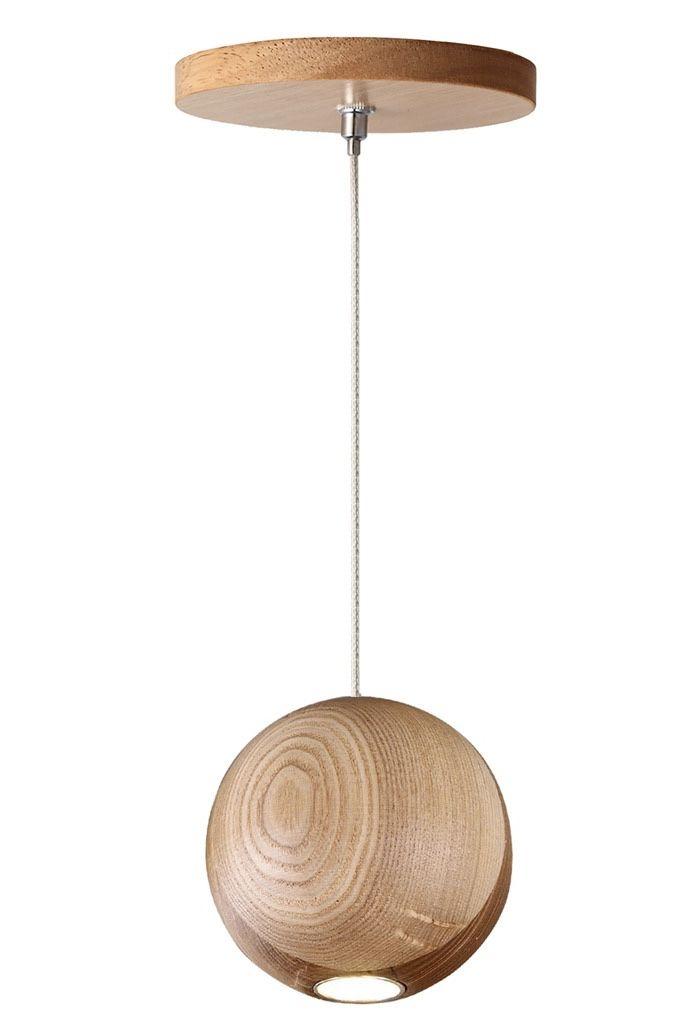 Bola de madeira suspensa com luz