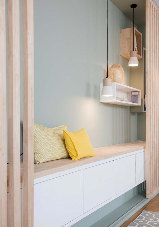 Luminária pendente de madeira