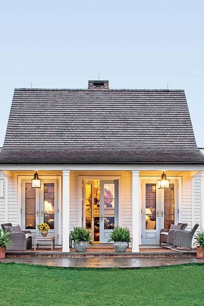 Casa pequena com varanda acolhedora
