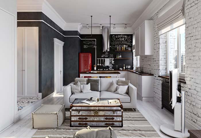 Casa pequena por dentro com parede preta