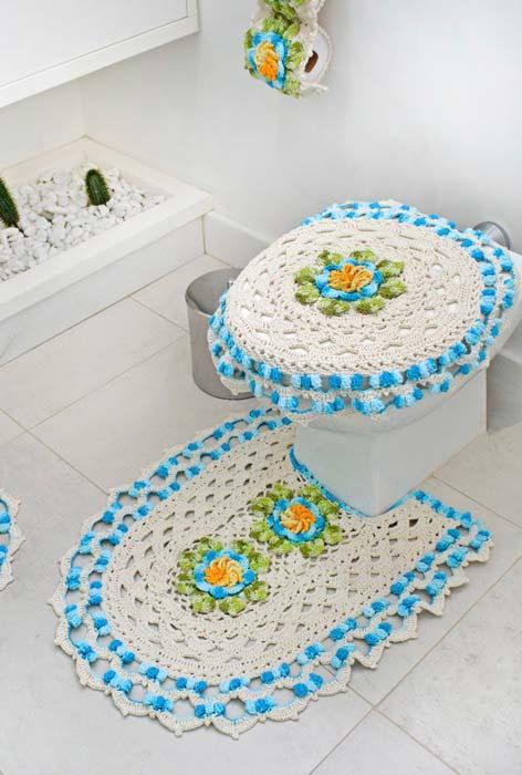 Barbante cru e tons de azul formam esse conjunto de banheiro dual color