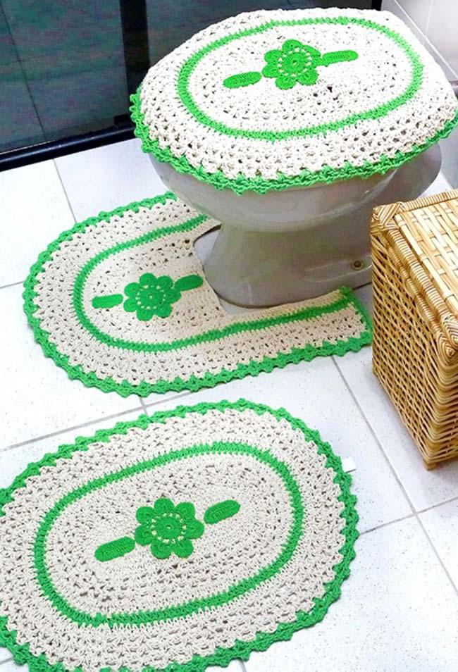 Jogo de banheiro dual color: branco predomina, mas o verde não passa despercebido
