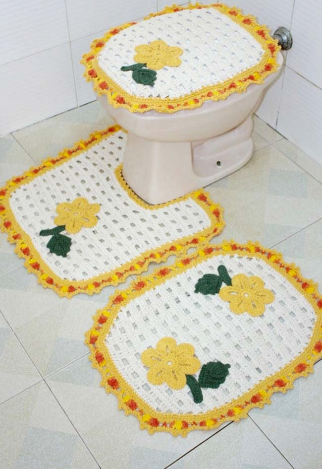 Jogo de banheiro dual color ganhou flores amarelas
