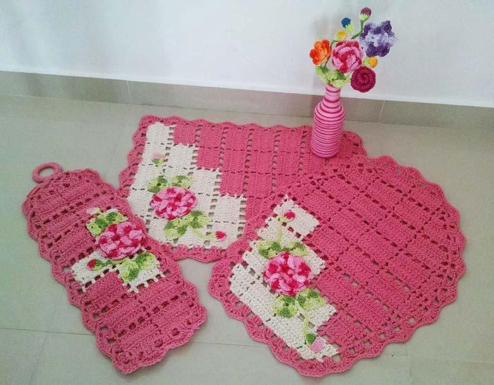Modelo clássico de conjunto de banheiro em crochê