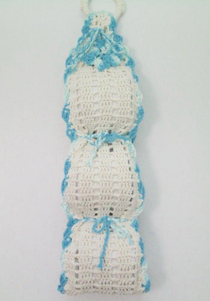 Porta papel higiênico de crochê em duas cores para três rolos
