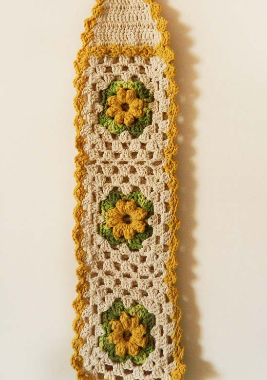 Porta papel higiênico de crochê para três rolos nas cores bege e amarelo
