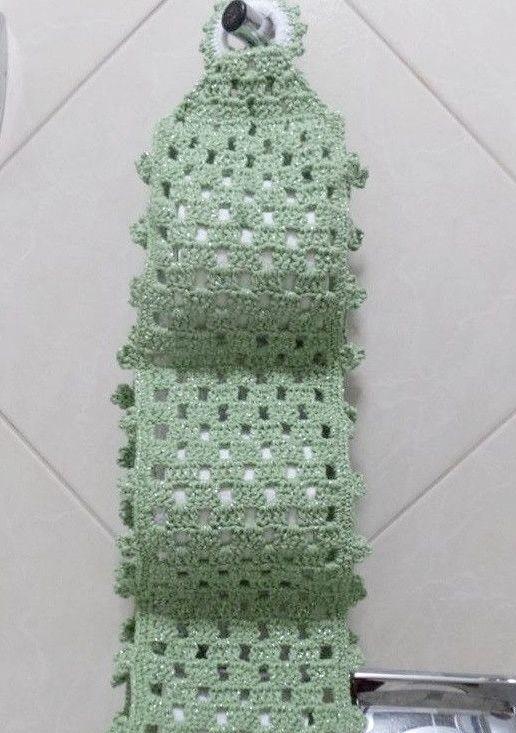 Porta papel higiênico de crochê simples em tom suave de verde