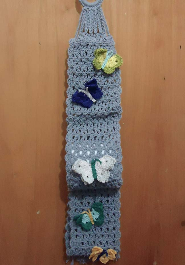 Borboletas de crochê aplicadas no porta papel higiênico