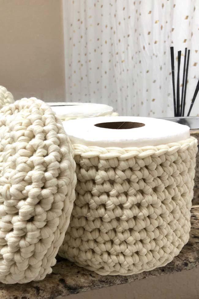 Porta papel higiênico feito com a técnica do maxi crochê