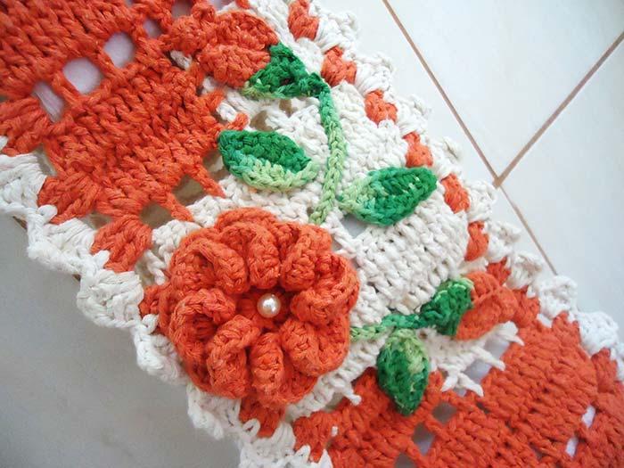 Porta papel higiênico com flor de crochê