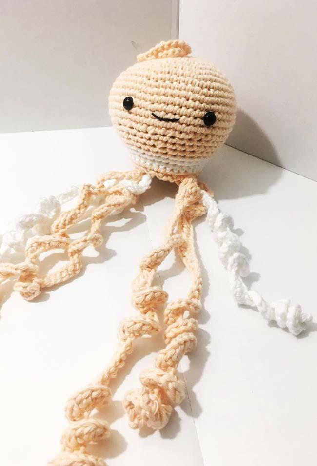 Polvo de crochê com tentáculos