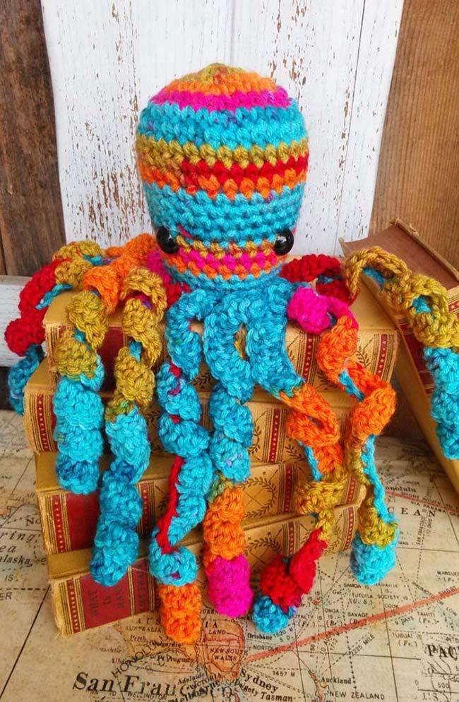 Polvo de crochê bem colorido para alegrar a casa