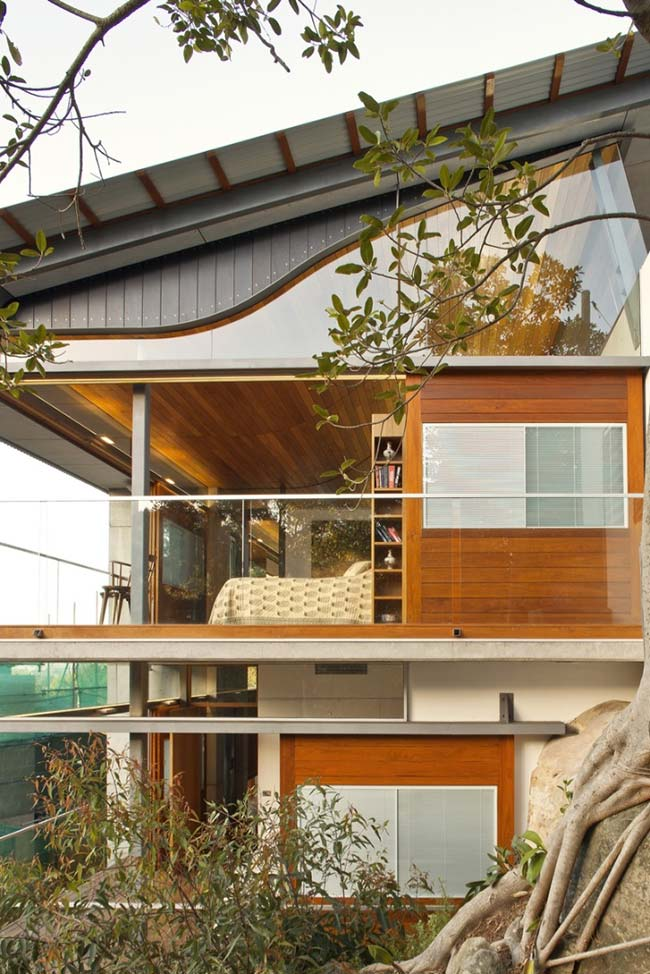 Casa de arquitetura moderna com telhado galvanizado