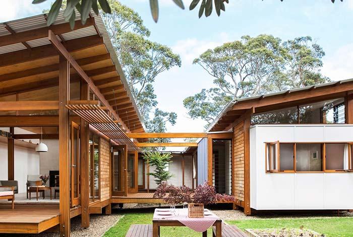 Telhas galvanizadas e madeira