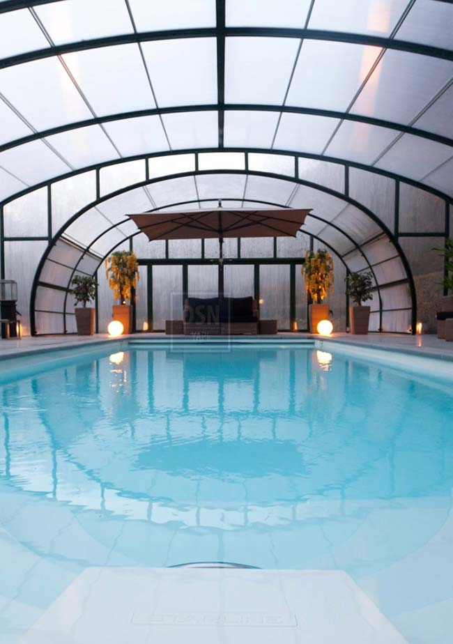 Telhado de policarbonato para área da piscina