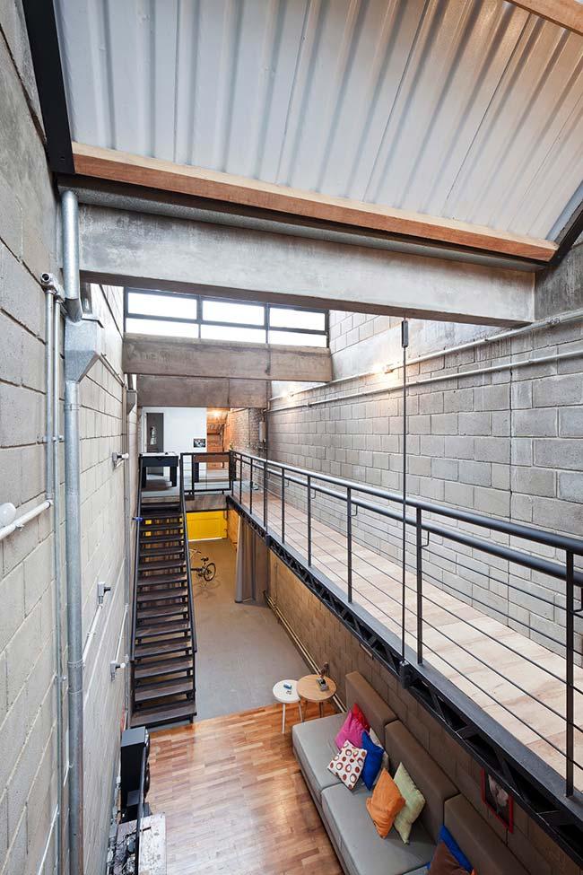 Telha termoacústica utilizada em casa de pé-direito alto