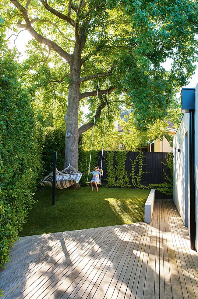 Jardim pequeno para árvore grande
