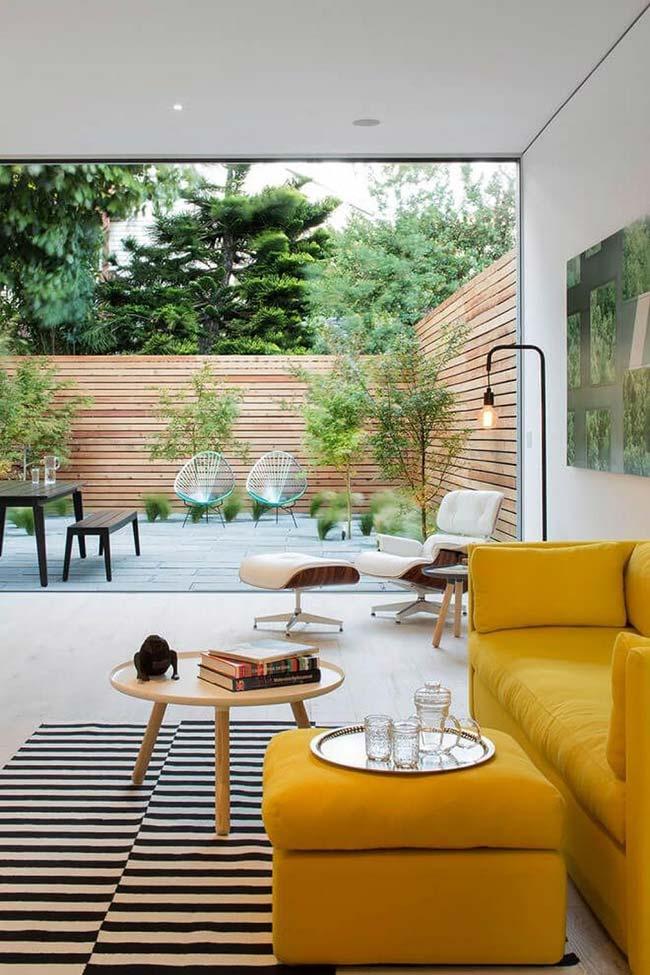 Jardim pequeno e moderno tipo área de convivência