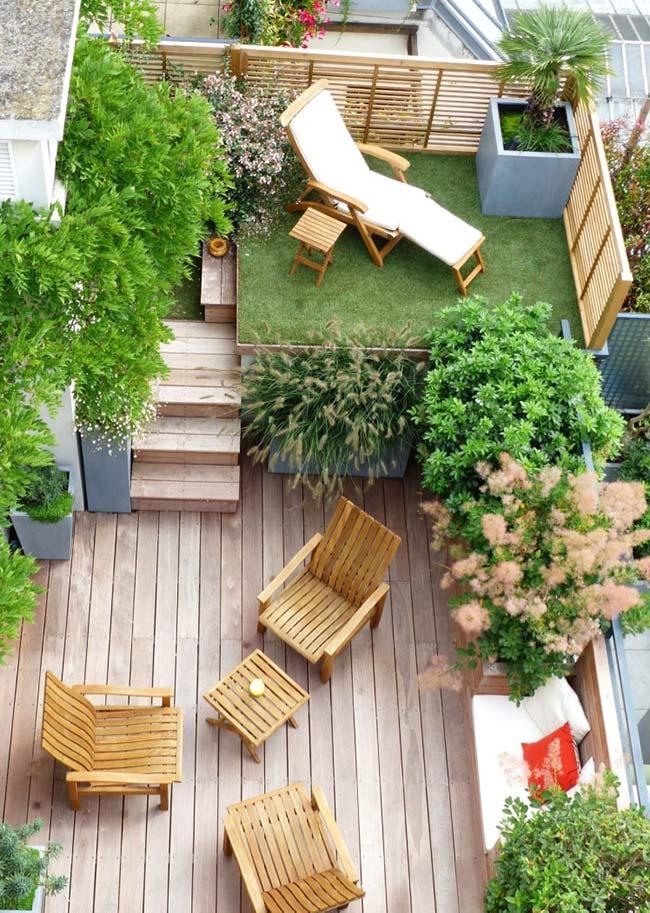 Jardim pequeno com níveis diferentes