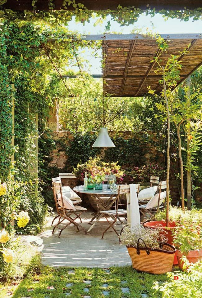 Jardim pequeno provençal
