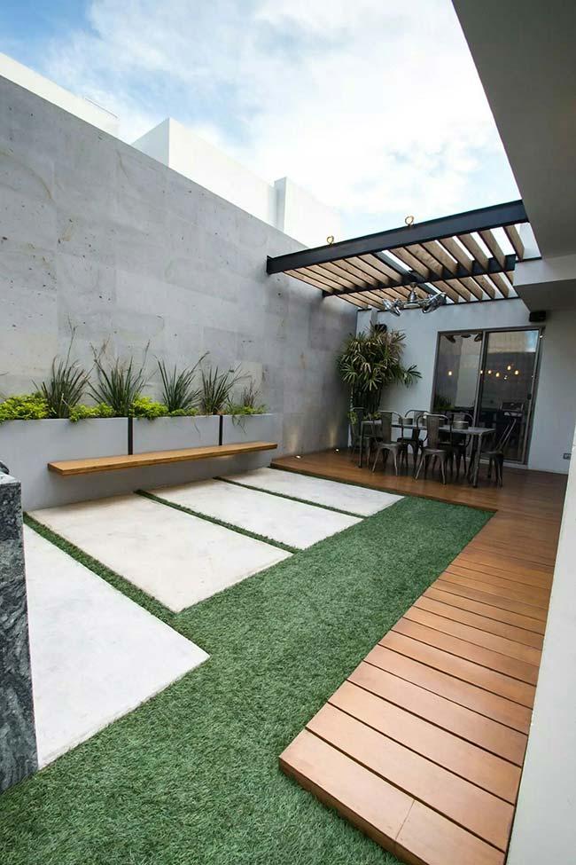 Jardim pequeno com projeto em linhas retas