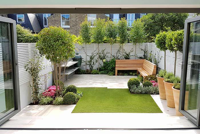 Jardim pequeno com formato quadrado