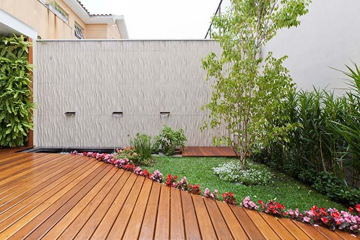 Jardim pequeno com flores