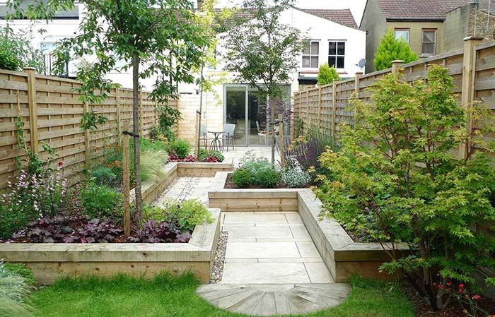 Jardim pequeno com o protagonismo das plantas