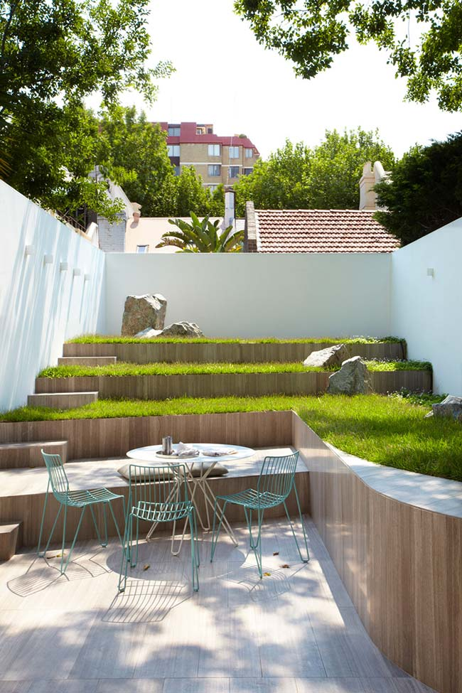 Jardim pequeno no estilo estádio