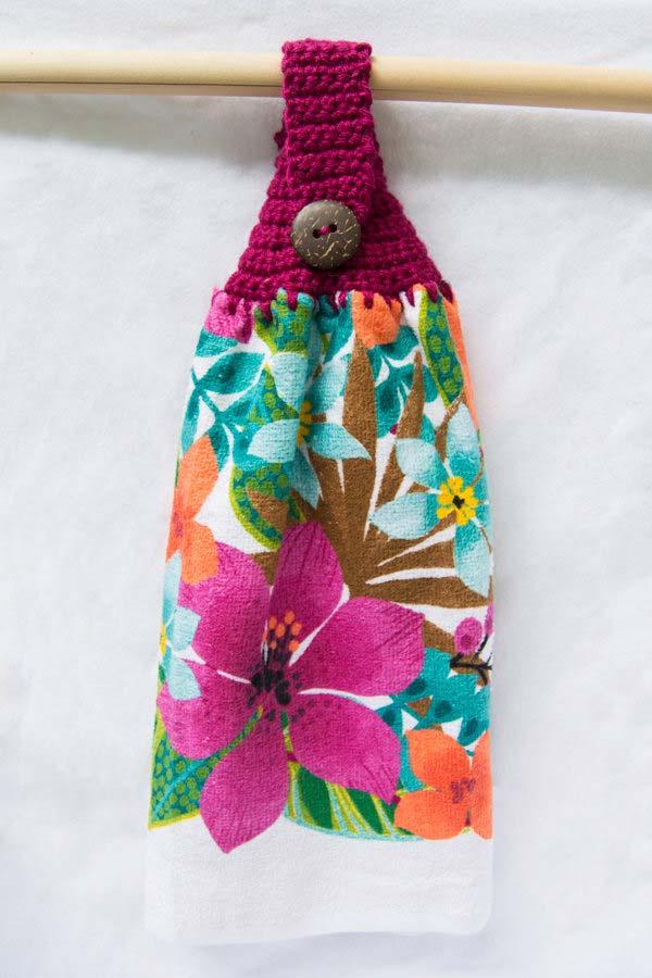 Pano de prato de crochê colorido e florido
