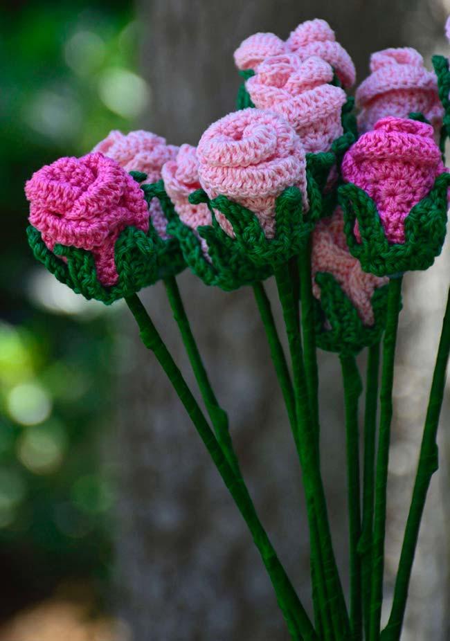 Decoração com rosas de crochê