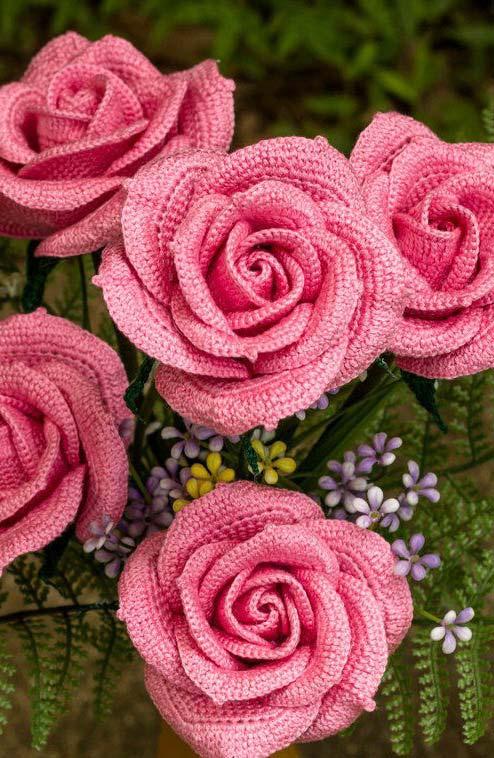 Rosas de crochê desabrochadas