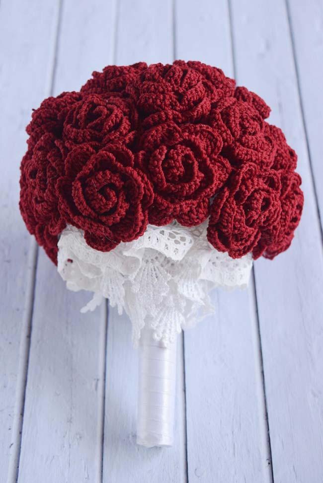 Buquê de casamento com rosas de crochê