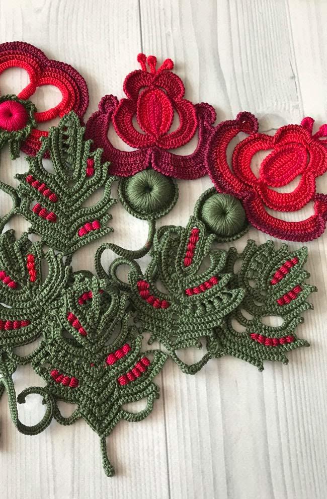 Rosas estilizadas de crochê