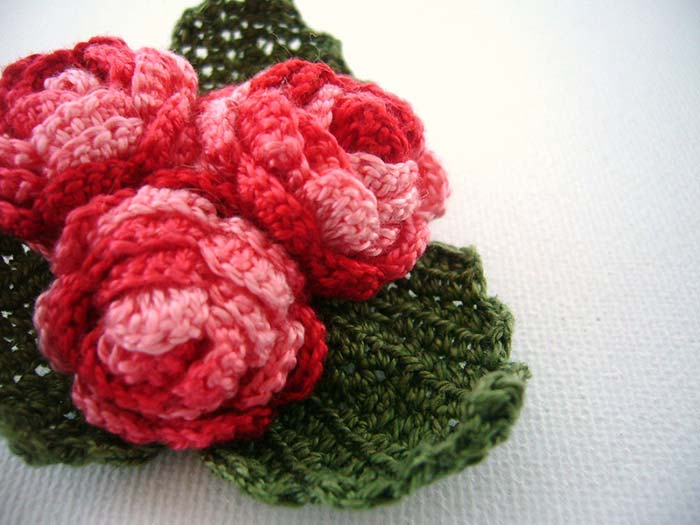Buquezinho de rosetas de crochê
