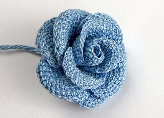 Rosa azul de crochê
