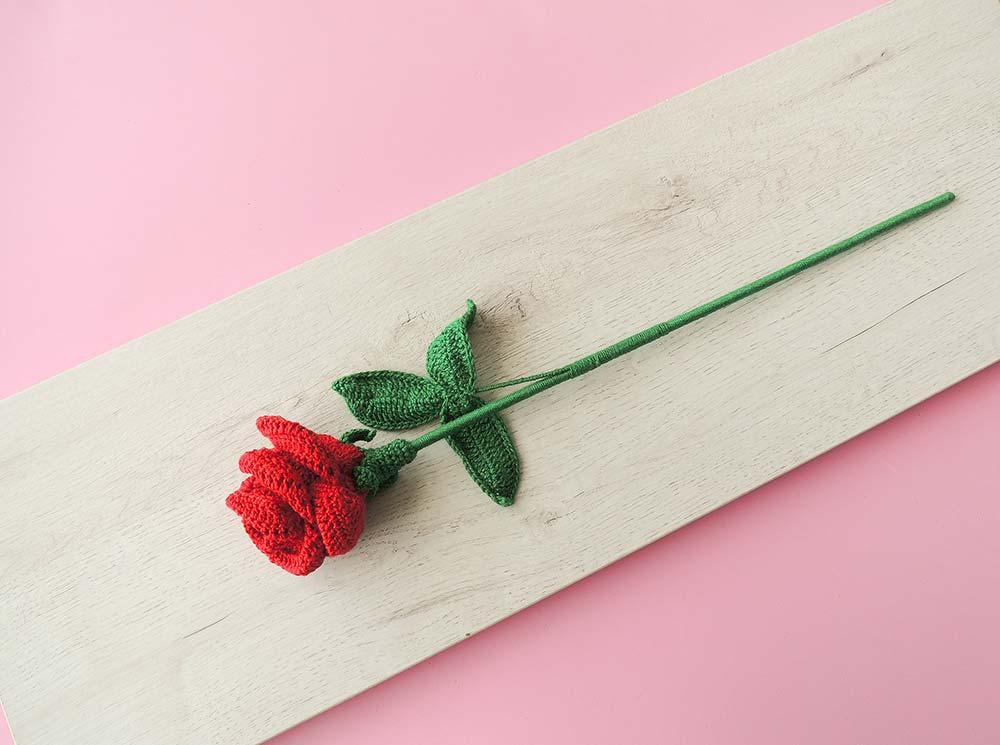 Rosa vermelha de crochê