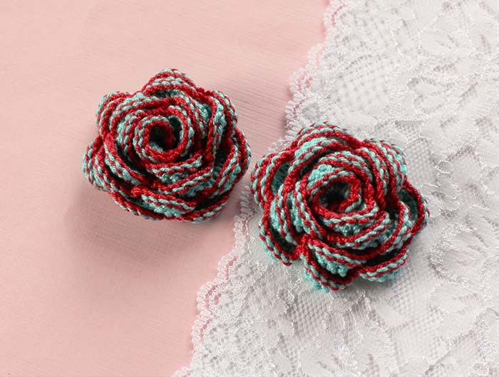 Rosas coloridas de crochê